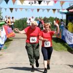 Der Knappenseelauf ist auch ein Walker-Paradies. Hier Marlies Huck (r.) und Gerda Schäfer beim Finish.